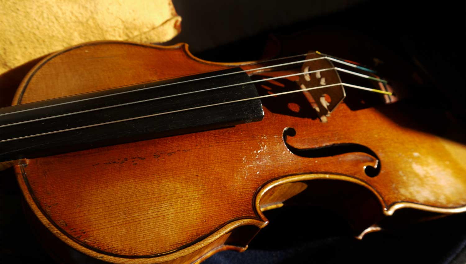 picture of ceilidh music played on violin